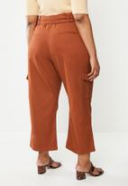 Glamorous - Plus high waisted belted cargo trouser - rust