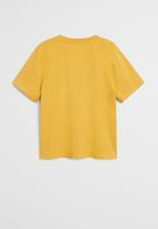 MANGO - T-shirt king - mustard