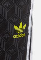 adidas Originals - Shorts -  black/grey