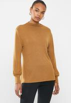 edit - Balloon sleeve turtle neck relaxed tee - tobacco