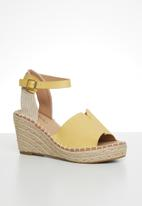 Miss Black - Letaba wedge heel - yellow