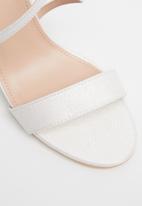 Miss Black - Zama 2 block heel - white