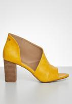 Miss Black - Tinos block heel - yellow