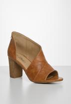 Miss Black - Tinos block heel - tan