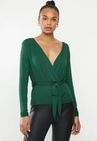 Missguided - Wrap front peplum top - bottle green
