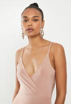 Missguided - Slinky lace back midi dress - neutral