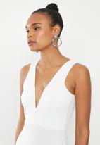 Missguided - V-bar plunge midi dress - white