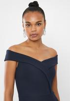 Missguided - Off shoulder twist front detail maxi - navy