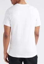 Nike - Nsw icon futura short sleeve tee - white & black