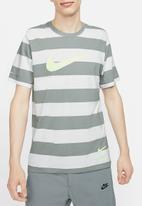Nike - Nsw swoosh stripe short sleeve tee - grey