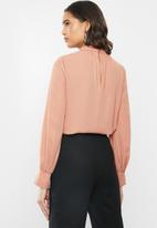 VELVET - Turtle neck blouse with balloon sleeve - pink