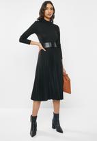 VELVET - Pleated knit dress - black