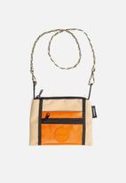 Sealand - Roachie small flight bag - tan & orange