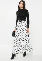 Glamorous - Petite mono brush strokes maxi skirt - black & white