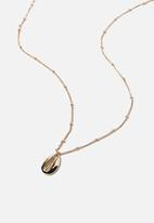 Rubi - Single chain cowrie  - gold