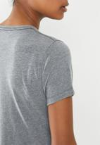 New Balance  - Blocked graphic tee - grey