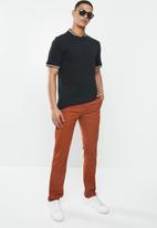 GUESS - Carter twill chino pant - red