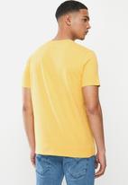 Levi's® - Housemark graphic tee - yellow