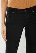 GUESS - Power skinny low - black