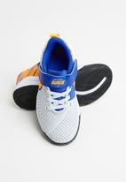 Nike - Nike team hustle quick 2 - pure platinum/laser orange-hyper royal