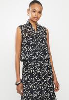 edit - Sleeveless kitty-bow blouse - black