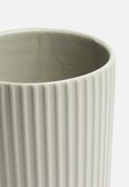 H&S - Ribbed vase - grey