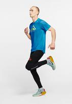 Nike - Rise 365 short sleeve trail top - blue