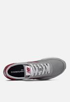 New Balance  - 720 classic racer - grey & red