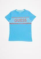 GUESS - Teens short sleeve guess horizontal print crew tee - blue