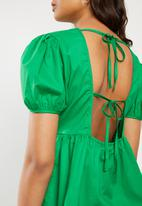 VELVET - Puff sleeve backless peplum blouse - green