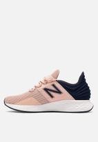 New Balance  - Fresh foam roav - black/light pink