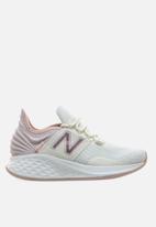 New Balance  - Fresh foam roav - white/light pink
