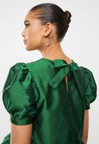 Blake - Volume sleeve crop top with bow back - green