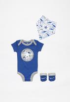 Converse - Baby shark infant 3piece bib set - blue & grey