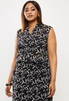 edit Plus - Sleeveless kittybow blouse -black and white ethno hand drawn flowers