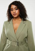 Missguided - Plus belted tailored jacket - green