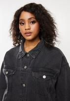Missguided - Oversized denim jacket with rips - black