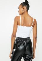 Missguided - 2 Pack ribbed lettuce edge bodysuit - black & white