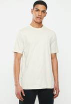 Nike - Nsw club short sleeve tee - light bone & white