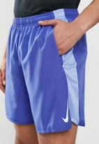 Nike - Nike challenger 7-inch shorts - blue