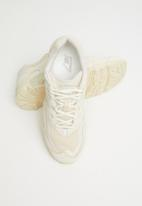 New Balance  - 850 Classic - beige