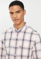 Levi's® - Classic 1 pocket standard shirt - pink & navy