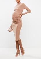 Missguided - Maternity long sleeve slinky midi dress - blush