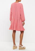 Glamorous - Maternity gingham swing dress with front tie - pink & red