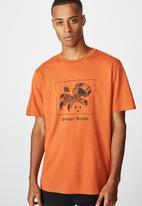 Cotton On - Tbar art T-shirt - dirty clay