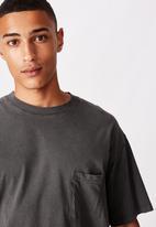 Cotton On - Loose fit washed pocket tee - washed black