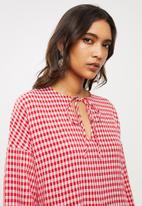 Glamorous - Gingham swing dress with front tie - pink & red