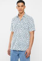 Mami Wata - Bananas regular fit shirt - white & blue