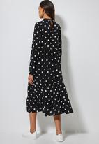Superbalist - High neck tiered dress - black & white