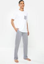 Brave Soul - Skarmory sleepwear - white & navy